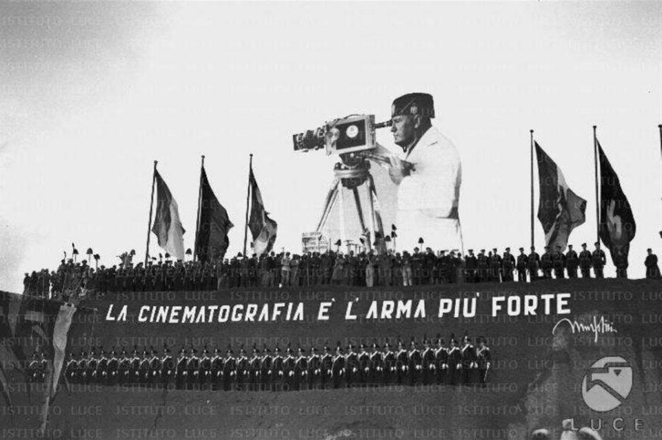 duce, fascismo, Benito mussolini, fascismo propaganda, nazismo propaganda, cinegiornali, Hitler propaganda, nazismo propaganda, Deutsche Wochenschau, archivio luce