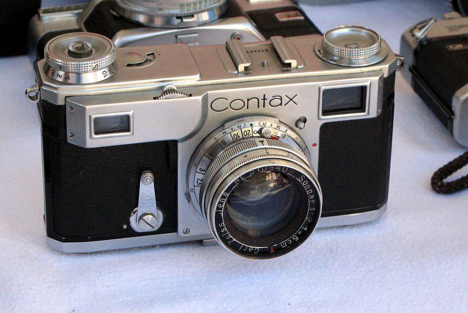 Macchine fotografiche ww2, macchine fotografiche guerra, Contax ww2, Contax 2, Contax 1940, Exakta robert capa, exakta 35mm, exakta d-day, omaha beach