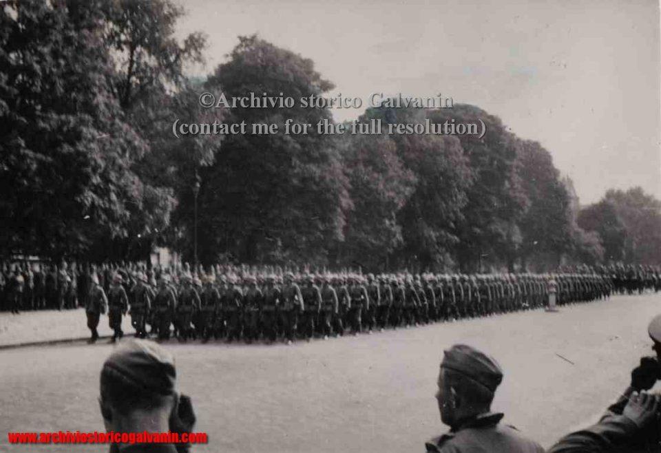 Champs-Elysées 1940, Champs-Elysées ww2, Paris 1940, Paris 1941, 46 r.i. 1940,  Hitler paris, Paris occupied, campagna di Francia, Parigi 1940 occupata