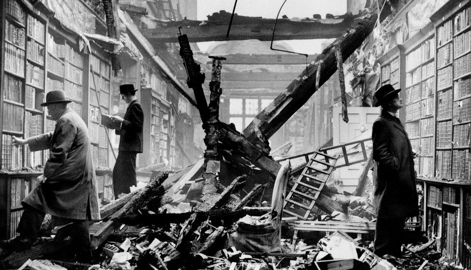 Londra 1940, Londra bombardamenti, Londra 1941, Londra v2, Battaglia di Inghilterra, 1940, bombardamenti seconda guerra mondiale, biblioteca 1940, danni seconda guerra mondiale, alleati seconda guerra mondiale, incendio