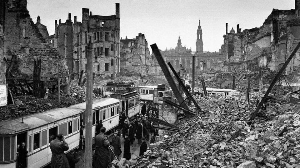Bombardamento di Dresda, Dresda 1945, Bombardamenti Germania seconda guerra mondiale, Dresden 1945, Dresda museo bombardamento, morti Dresda, rovine bombardamento, Germania dopo la guerra, Germania nazista, Hitler, bombardamento a tappeto, bombardamento seconda guerra mondiale, bombardamento a roma seconda guerra mondiale
