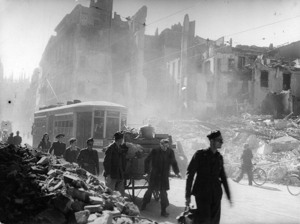 distruzione Milano, civili morti bombardamenti, piazzale loreto, Milano bombing